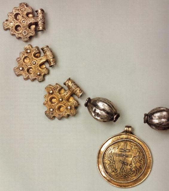 Христианский медальоно с крестом. Киев. Конец X – начало XIII в. ГИМ.