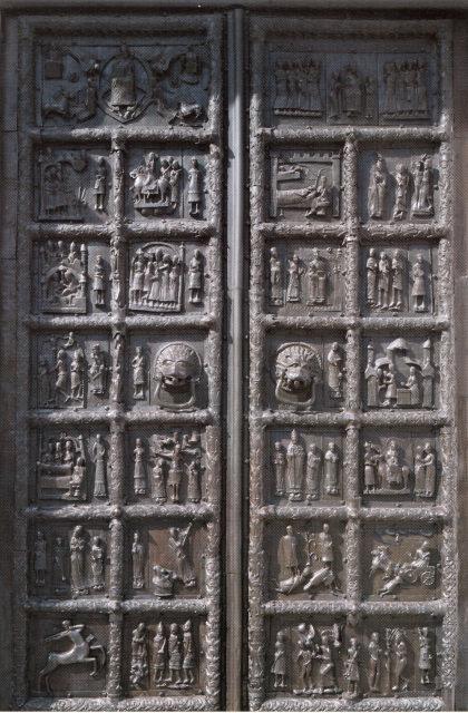 «Сигтунские» врата собора Святой Софии. Западная Европа. XII в. (установлены в XIV—XV вв.). Новгород.