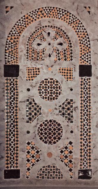 Деталь мозаичной стены в центральной апсиде собора Святой Софии. XII в. Новгород.