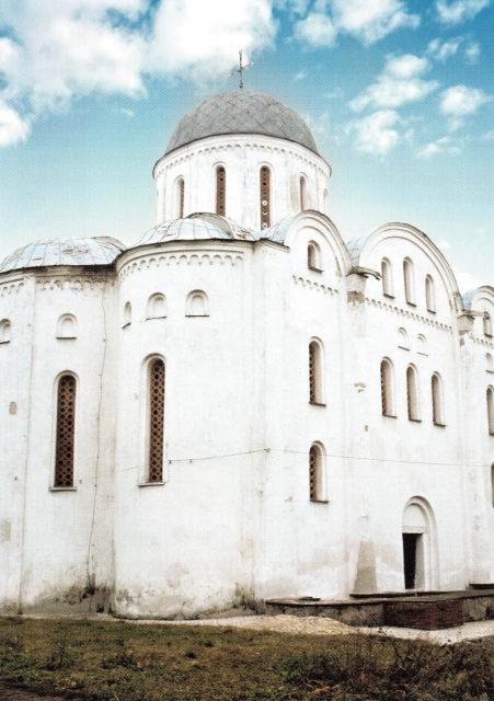 Борисоглебская церковь. 20-е гг. XII в. Чернигов, Украина. Изначально в церкви были галереи и резные белокаменные капители, ныне утраченные.
