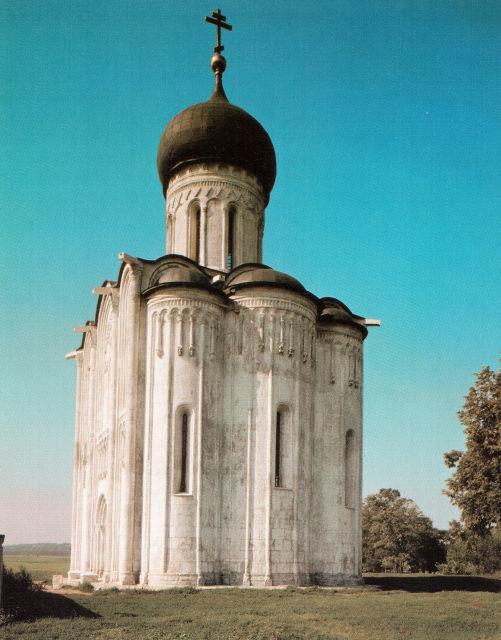 Белокаменная церковь Покрова на Нерли. 1166 г. Окрестности с. Боголюбово, Владимирская область.