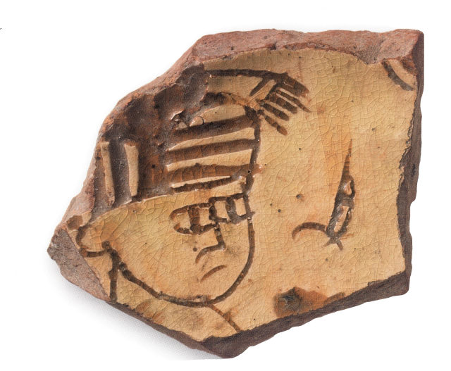 Фрагмент поливного блюда с изображением мужской головы. Херсон. XII – XIII вв. ГИМ.